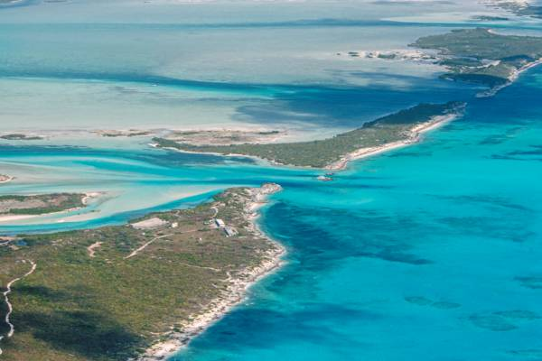 the South Caicos LORAN Station and Plandon Cay Cut