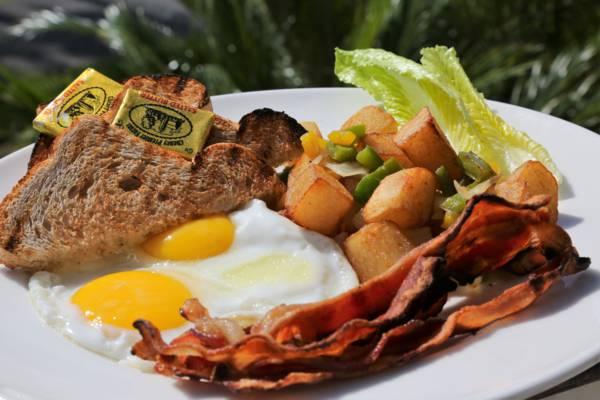 breakfast at Fairways restaurant