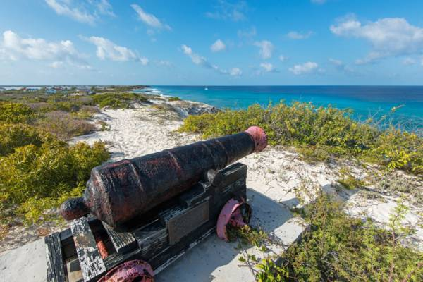 British cast iron cannon at Little Bluff Lookout on Salt Cay