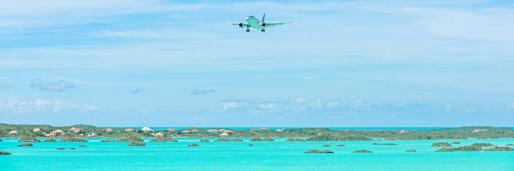 airliner flying into the Turks and Caicos