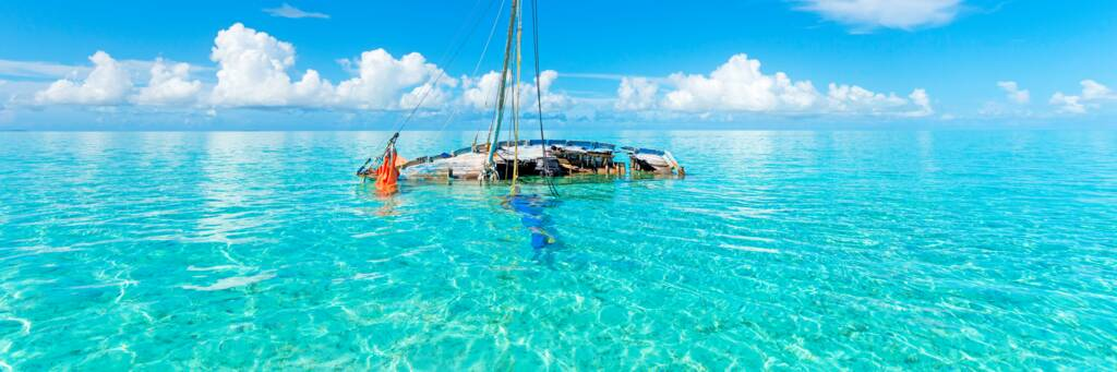sloop sailboat wreck in the Caicos Banks