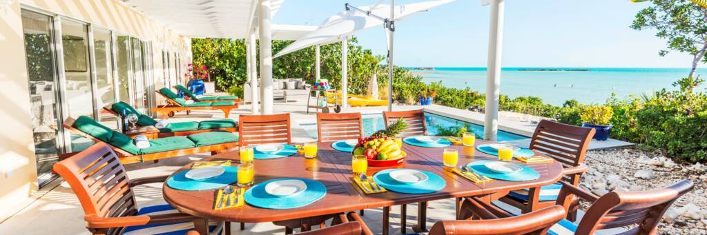 outdoor dining at Five Little Cays Villa