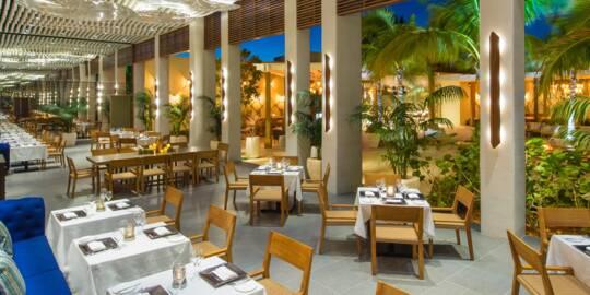 al fresco gourmet dining at the Shore Club Resort on Long Bay
