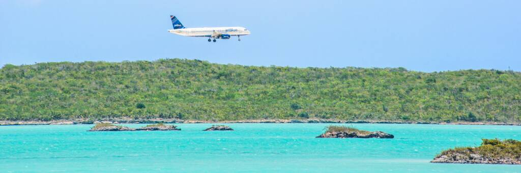 A JetBlue Airbus A320 approaching the Providenciales International Airport over Chalk Sound