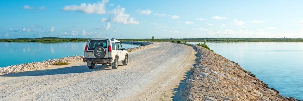 a Land Rover Discovery 4x4 on the North and Middle Caicos causeway