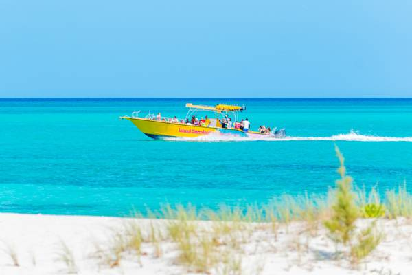 tour boat charter on the amazing water off Leeward in Providenciales