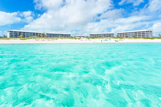 turquoise ocean water fronting the East Bay Resort on South Caicos