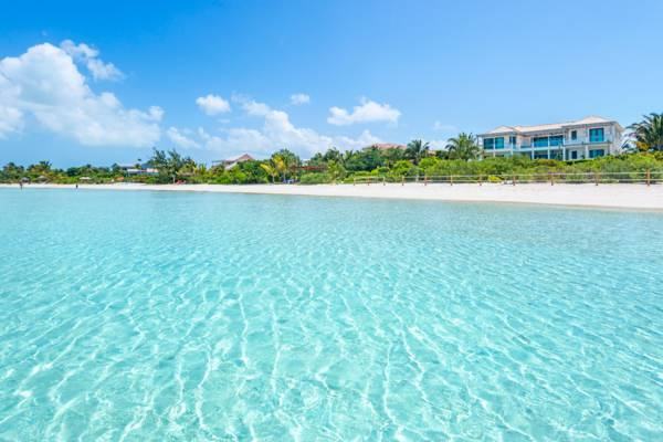 turquoise and shallow ocean water at Sapodilla Bay Beach on Providenciales