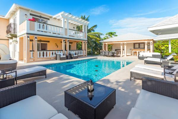 swimming pool and loungers at Sea La Vie villa on Providenciales