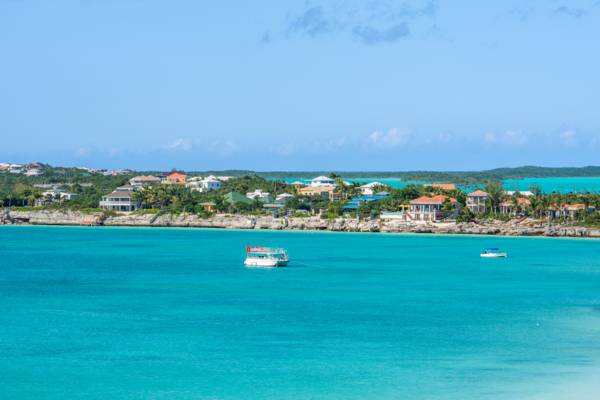 rental villas and boats at Chalk Sound and Sapodilla Bay on Providenciales