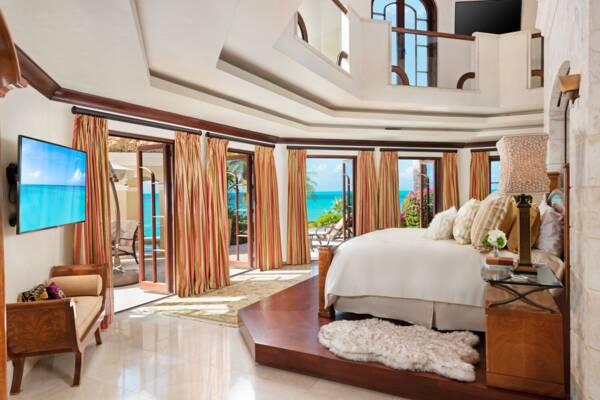 master bedroom at Emerald Cay Estate