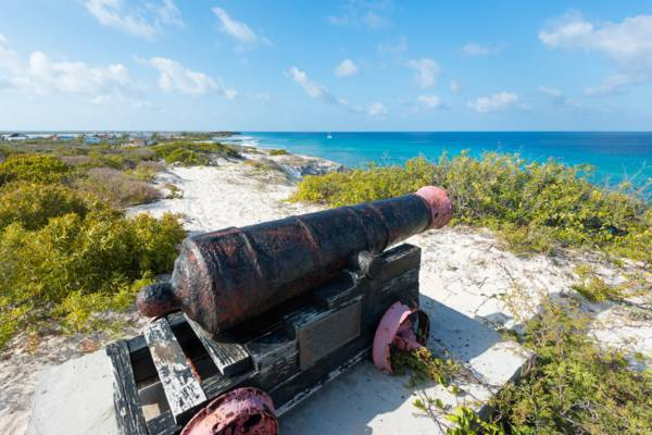 the cannon at Little Bluff Lookout on Salt Cay