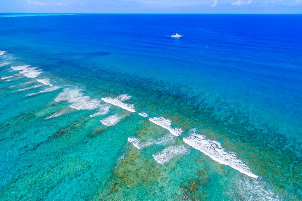 the amazing view over the Grace Bay barrier reef and breaking waves