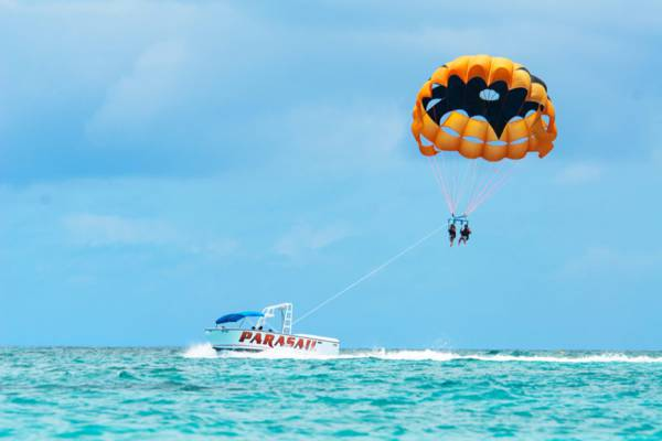 parasail and boat on the beautiful waters off of Grace Bay